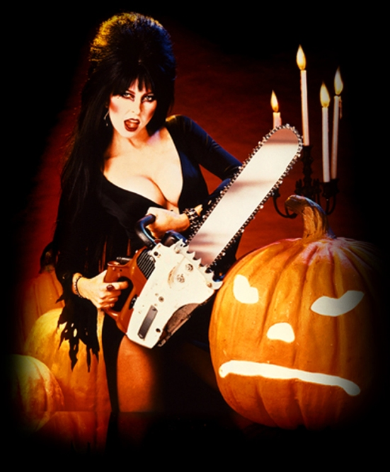 Elvira_ChainsawandPumpkin