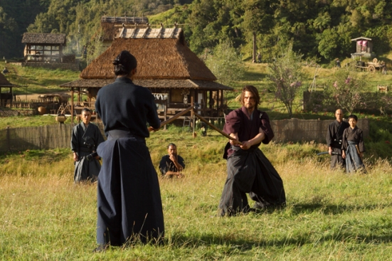 Tom-Cruise-in-the-action-The-Last-Samurai-distributed-by-Warner-Bros.-Pictures-1