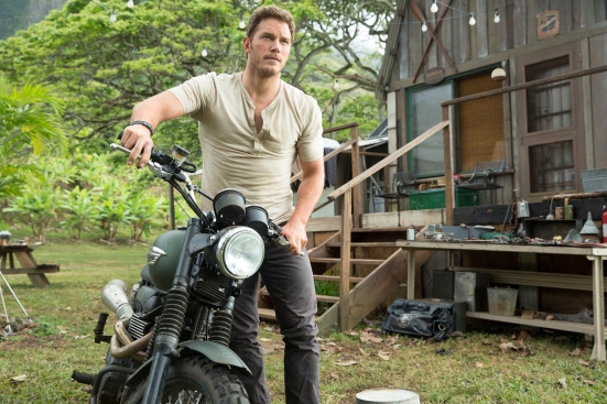 jurassic-park-4-photos-1-chris-pratt