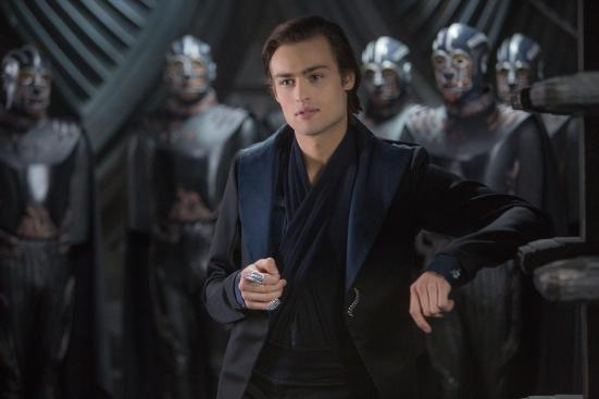 still-of-douglas-booth-in-jupiter-ascending-(2015)